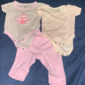 Yoga Sprout 2 onesies w. matching leggings